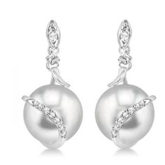 Allurez Freshwater Pearl & Diamond Twist Earrings 14k White Gold... ($1,150) ❤ liked on Polyvore featuring jewelry, earrings, white, white gold post earrings, round diamond earrings, white gold stud earrings, diamond stud earrings and stud earrings