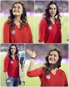 Priety zinta Kareena Kapoor, Deepika Padukone, Preity Zinta, Bollywood Stars, Beautiful Indian Actress, Dimples, Bollywood Actress, Indian Actresses, How To Look Pretty