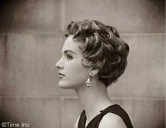 30 fabulous retro hairstyles to give a vintage look retro hairstyles for beautiful short hair 2018 womenstyle best 20 short … Curly Hair With Bangs, Short Curly Hair, Short Hair Cuts, Curly Hair Styles, 1950s Hairstyles Short, Hat Hairstyles, Italian Hairstyles, Ladies Hairstyles, Modern Hairstyles