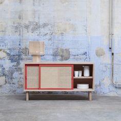Colonel crée un buffet en hêtre massif pratique. Décoration et mobilier design à Paris.