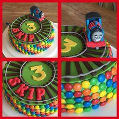 Thomas de Trein voor m'n neef Skip Thomas Birthday Cakes, Second Birthday Cakes, Thomas Cakes, Thomas The Train Birthday Party, Kylie Birthday, Trains Birthday Party, Train Party, 3rd Birthday Parties, Little Girl Birthday