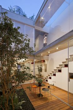 Indoor Courtyard, Modern Courtyard, Courtyard House, Open Space Architecture, Architecture Design, Villa Design, Loft Design, Double House, Modern Tropical House