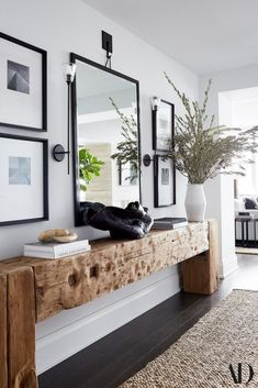 Beautiful entryway with warm wood console table, jute rug, fresh greenery and black-framed mirror and artwork - entryway ideas - entryway decor - fall decorating ideas for the home Architectural Digest, Architectural Styles, Home Design, Design Ideas, Design Inspiration, Design Design, Design Trends, Modern Design, Table En Bois Diy