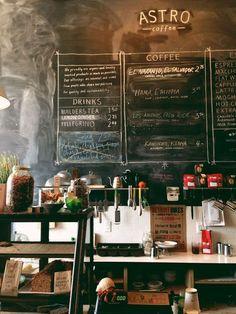 q i i i d — ร้านกาแฟห้องแถว ในดีทรอยด์ คนเข้าหนาแน่นสาหัส