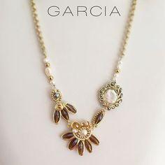 8df0ce57f1ba PG Collar con perlas y cristales  patriciagarciaaccesorios  chapadeoro   handmadejewerly  jewelry  artemexicano  mexicocreativo  necklace  winter  ...