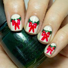 The Nail Network: TDOCNAS 2014: Day 1: Half Moon Wreath Nail Art