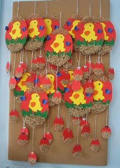 If you are planning to spend some great time with your kids this Easter then try out these easy unique Easter craft ideas. Have real fun and paint Easter eggs in a unique manner!Chick craft ideas for kids This page as a lot of chick craft and project Spring Crafts For Kids, Easter Art, Easter Crafts For Kids, Toddler Crafts, Mobile Craft, Easter Activities, Arts And Crafts, Easter Chick, Craft Ideas