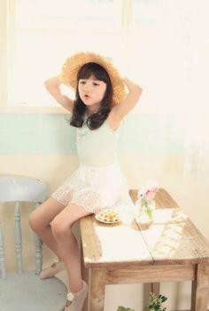 จัดเต็ม !!!!! ลูกครึ่งเกาหลี Daniel Hyunoo Lachapelle & Cristina Fernandez Lee รูปเยอะมาก !!!!! | Dek-D.com Asian Kids, Asian Babies, Cute Asian Girls, Cute Baby Girl, Cute Little Girls, Cute Kids, Girl G, Ulzzang Kids, Beautiful Japanese Girl