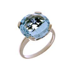 MILANO 12 Ref: 37972 Sortija realizada en oro blanco. Un topacio azul, engastado por cuatro garras planas, es el centro de la pieza.