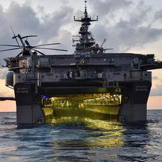 "7,761 curtidas, 24 comentários - Philippe Tondeur (@philippetondeur) no Instagram: ""ATLANTIC OCEAN (Sept. 15, 2017) The amphibious assault ship USS Iwo Jima (LHD 7) as seen from…"""