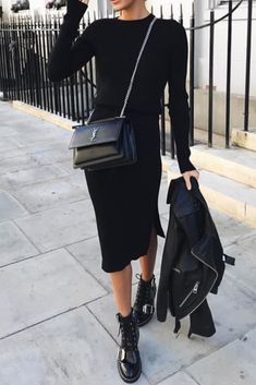 Fashion casual chic woman with a long black dress with long sleeves, black Asos boots and a Ysl bag Source by TendanceOrganisee Edgy Style, Casual Chic Style, Mode Style, Trendy Fashion, Womens Fashion, Fashion Trends, Fashion Ideas, Looks Dark, Casual Outfits