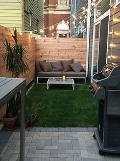 Beautiful outdoor design ideas in small space. Here are 25 cool tiny patio ideas. Backyard ideas townhouse Beautiful outdoor design ideas in small space. Here are 25 cool tiny patio ideas. Small Outdoor Patios, Small Backyard Gardens, Small Backyard Landscaping, Outdoor Living, Backyard Pools, Backyard Ideas For Small Yards, Garden Ideas For Small Spaces, Small Patio Spaces, Small Patio Design