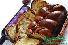 Un Cozonac cu cacao pufos este mereu cel mai mare deliciu pentru familia noastra. Chiar daca nu sarbatorim Sfintele Pasti , sau Craciunul odata la doua saptamani trebuie sa pregatesc un cozonac, sau doua sucituri de cozonac, umplute cu cacao ori cu o crema ca la acest Cozonac pufos. Pentru cei mari va recomand sa Cacao Chocolate, Chocolate Desserts, Romanian Food, Romanian Recipes, Dessert Bread, Bread Rolls, Kakao, Beignets, Sweet Cakes