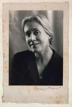 // Bloomsbury Painter - Vanessa Bell, Mortimer Road, Cambridge, March - Photos by Lettice Ramsey. Rupert Brooke, Vanessa Bell, Bloomsbury Group, Virginia Woolf, Vintage Images, Folk, Black And White, Charleston, Cambridge