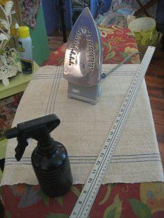 How to make a grainsack drum shade by The Lampshade Lady. Wie man einen Grainsack-Trommelschirm von The Lampshade Lady macht. Diy Furniture Projects, Fun Projects, Make A Lampshade, Grainsack, Old Lamps, Vintage Lamps, Drum Shade, Lamp Shades, Lady