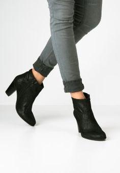 SPM - CALVIN - Ankle Boot - black