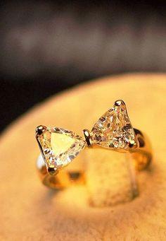 diamond bow ring, so cool !