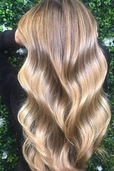If you're trying to apply self care practices to your hair care routine, it's all about relaxing and giving your mane much-needed TLC. Hydrating Hair Mask, Hair Care Routine, Bullet Journal Inspiration, Best Self, Hair Dos, Loreal, Cute Hairstyles, Self Care, Your Hair