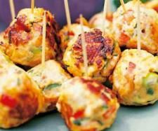Thai chicken balls 500 grams chicken mince 2 cloves garlic 2 bunch coriander leaves 1 Red Chili 20 grams oyster sauce 1 tablespoon Self Raising Flour 1 tablespoon fish sauce 30 grams red curry paste, (EDC recipe is best) 80 grams coconut milk