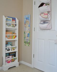 "Vía: <a href=""http://www.centsationalgirl.com/2012/04/gigis-room-nursery-essentials//"" target=""_blank"">Censational Girl</a>."