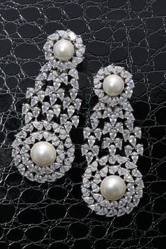 Feel like a star on the red carpet with this #glamorous pair of #DiosabyDarshanDave #earrings. Very refined, they combine white Korean pearls with pear-shaped #SwarovskiZirconia in minimal #SterlingSilver setting. Perfect for a night out and destination weddings! Available at #MideastWatchandJewelleryShow, Sharjah from 6th to 10th Oct #booth1022 #makeeverydaybrilliant #jewellery #finejewellery #traveljewellery #weddings #fashionwear…