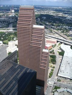 Bank of America Center in Houston by John Burgee and Philip Johnson, completed 1983