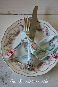 table setting...I have a bunch fabric ties like this, didn't know what to do with. This is a good idea!