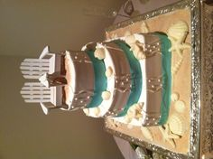 MB beach wedding cake: middle layer was key lime