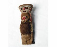 Reliquias Paganas - Arte Popular Americano - Muñeca tradicional hecha con telas antiguas del Perú