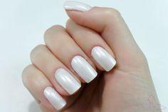 Branco perolado, esmalte branco, unhas, nails, white nails http://www.dicasdemulher.com.br/francesinha-diagonal/