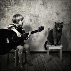 Heartwarming Friendship Between a Girl and Her Cat - My Modern Metropolis