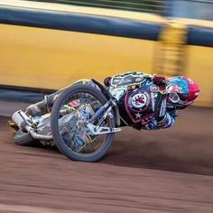 Image may contain: motorcycle Speedway Motorcycles, Speedway Racing, Racing Motorcycles, Motocross Bikes, Flat Track Motorcycle, Flat Track Racing, Motorcycle Art, Motorcycle Racers, Velentino Rossi