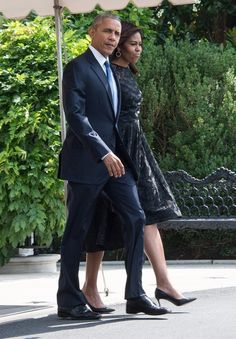US President Barack Obama and First Lady Michelle Obama walk to board Marine One on July 12, 2016 at the White House in Washington, DC, before departing for Dallas following the killing of five policemen by a sniper. / AFP / NICHOLAS KAMM