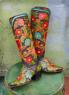 Rocketbuster, the finest Handmade Custom Cowboy Boots. Family owned, handmade in TEXAS,shipped worldwide.Spaceage vintage style for folks who just ain't boring! Custom Cowboy Boots, Custom Boots, Cowboy And Cowgirl, Cowgirl Style, Cowgirl Boots, Western Boots, Looks Hippie, Hippie Gypsy, Hippie Chic