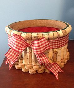 Festive and functional, a cork basket is the best of both worlds. This classy home accent is perfect for the holidays, showcasing the beauty Wine Craft, Wine Cork Crafts, Wine Bottle Crafts, Diy Cork, Cork Ornaments, Snowman Ornaments, Wine Cork Projects, Wine Cork Art, Holiday Baskets