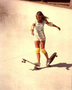 Ellen O'Neal is the godmother of female pro skateboarding who proved that skaters aren't just a group of delinquents living in Venice Beach . Old School Skateboards, Vintage Skateboards, Estilo Hip Hop, Skate Girl, Skateboard Girl, Skateboard Clothing, Skate Style, Longboarding, Great Women