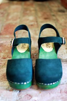 genius - stained soles on clogs.  http://californiapixie.com/2014/05/07/wooden-clogs-stained-green-with-envy/