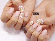 29 Ideas nails art flowers daisy for 2019 Daisy Nails, Flower Nails, Pink Nails, Daisy Nail Art, Korea Nail Art, Sunflower Nail Art, Manicure, Nagel Gel, Creative Nails