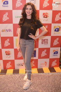 Hania Amir at the Premier of Movie Laal Kabootar Girls Fashion Clothes, Girl Fashion, Fashion Outfits, Stylish Girls Photos, Stylish Girl Pic, Beautiful Girl Image, Most Beautiful Women, Mahira Khan Pics, Cute Celebrities