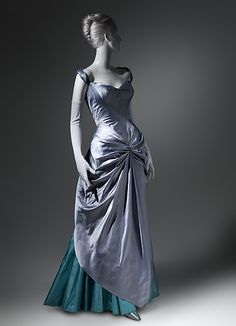 Ball gown Charles James (American, born Great Britain, Date: Vintage Evening Gowns, Vintage Gowns, Mode Vintage, Vintage Outfits, Evening Dresses, Charles James, 1950s Fashion, Vintage Fashion, Edwardian Fashion