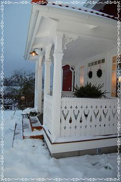 old back porch - Swedish Decor Swedish Cottage, Swedish Decor, Swedish Style, Swedish House, Swedish Design, Scandinavian House, Porches, Vibeke Design, Victorian Architecture