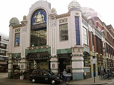 Conran Shop, Fulham Road- Shopping and eating mecca. I think the pinacle of Sir Terrance Conran's career. God it's gorgeous!