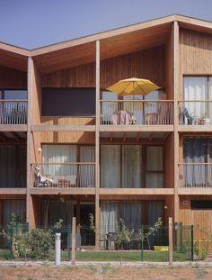 Co Housing, Social Housing, Residence Senior, Architecture Résidentielle, Wooden Facade, Facade Design, Pergola, House Styles, Building