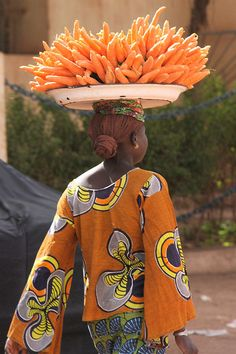 I really want to learn how to do this  Heading to market...Mali, West-Afrika, jan./febr. 2008 by Martha de Jong-Lantink, via Flickr