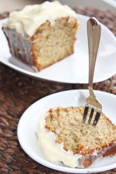 Karibischer Bananenkuchen Caribbean banana bread with coconut, rum and cream cheese frosting. As soon as I saw it, my mouth watered. Brownie Desserts, Brownie Recipes, Chocolate Desserts, No Bake Desserts, Easy Desserts, Banana Bread Recipes, Easy Cake Recipes, Baby Food Recipes, Dessert Recipes