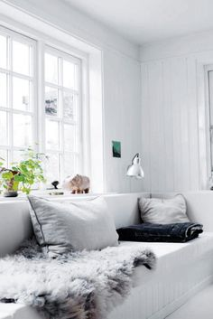 An interior pro lets us in on the secret to pulling off a monochromatic white living room; plus, 20 images that will inspire you to make it work in your own home. Living Room White, Home And Living, Cozy Living, Ideas Hogar, Scandinavian Home, Style At Home, Home Fashion, Home Furniture, Furniture Shopping