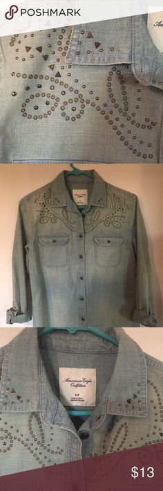 American Eagle Button Down Looks like new! Very gently used!  Size Small! American Eagle Outfitters Tops Button Down Shirts
