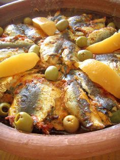 Tajine de sardines et pomme de terre (Maroc) - YUM ! Tajin Recipes, Fish Recipes, Seafood Recipes, Tagine, Morrocan Food, Healthy Dinner Recipes, Cooking Recipes, Algerian Recipes, Ramadan Recipes