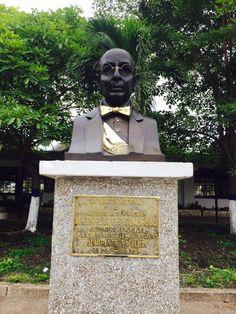 Monumento al Dr. Alfonso Lopez Pumarejo presidente de la República y Fundador de la Escuela Naval de Cadetes ALMIRANTE PADILLA. 1935-1975. En la Escuela Naval Almirante Padilla (ENAP) de la Armada Nacional de Colombia.