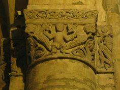 Capitello interno della chiesa di San Michele maggiore a Pavia